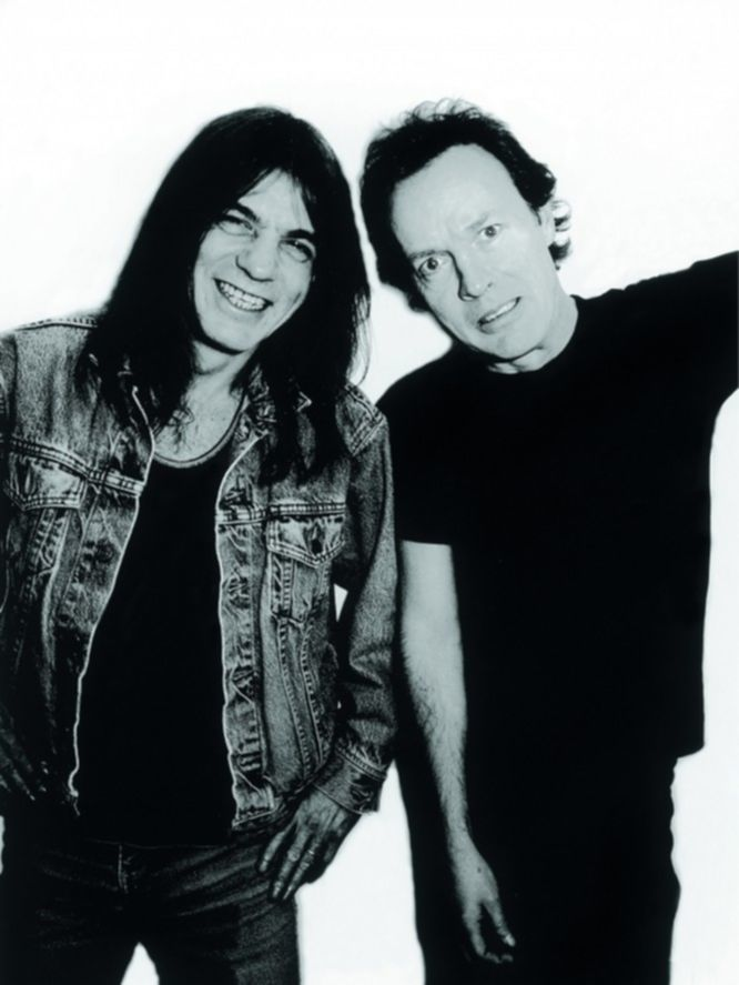 Photo of Angus YOUNG and Malcolm YOUNG and AC/DC