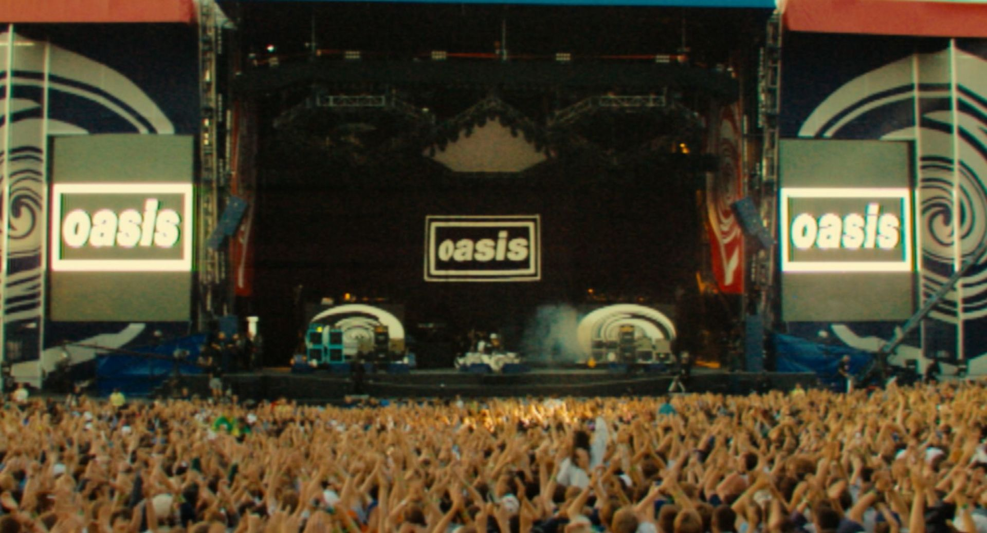 oasis-37-crowd-at-knebworth-copyright-ignition