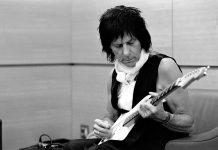 Jeff Beck mit Gitarre